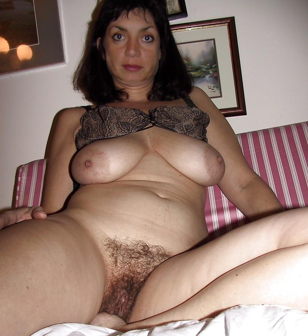 Фото голая зрелая женшина сасет 3 фотография