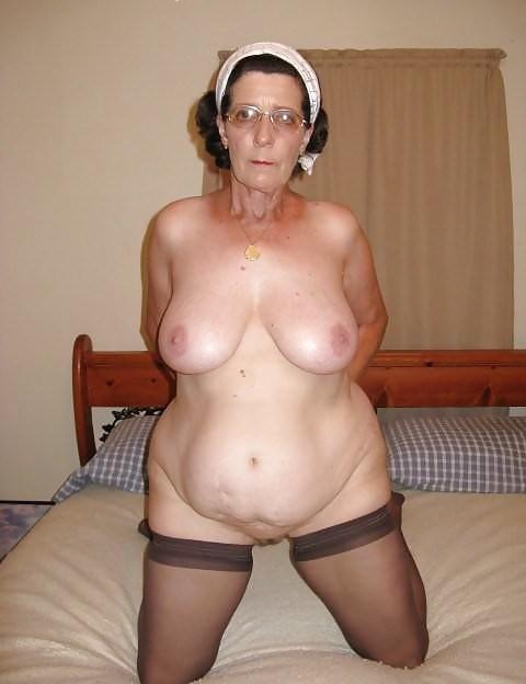 фото голых старых сисек у бабушек