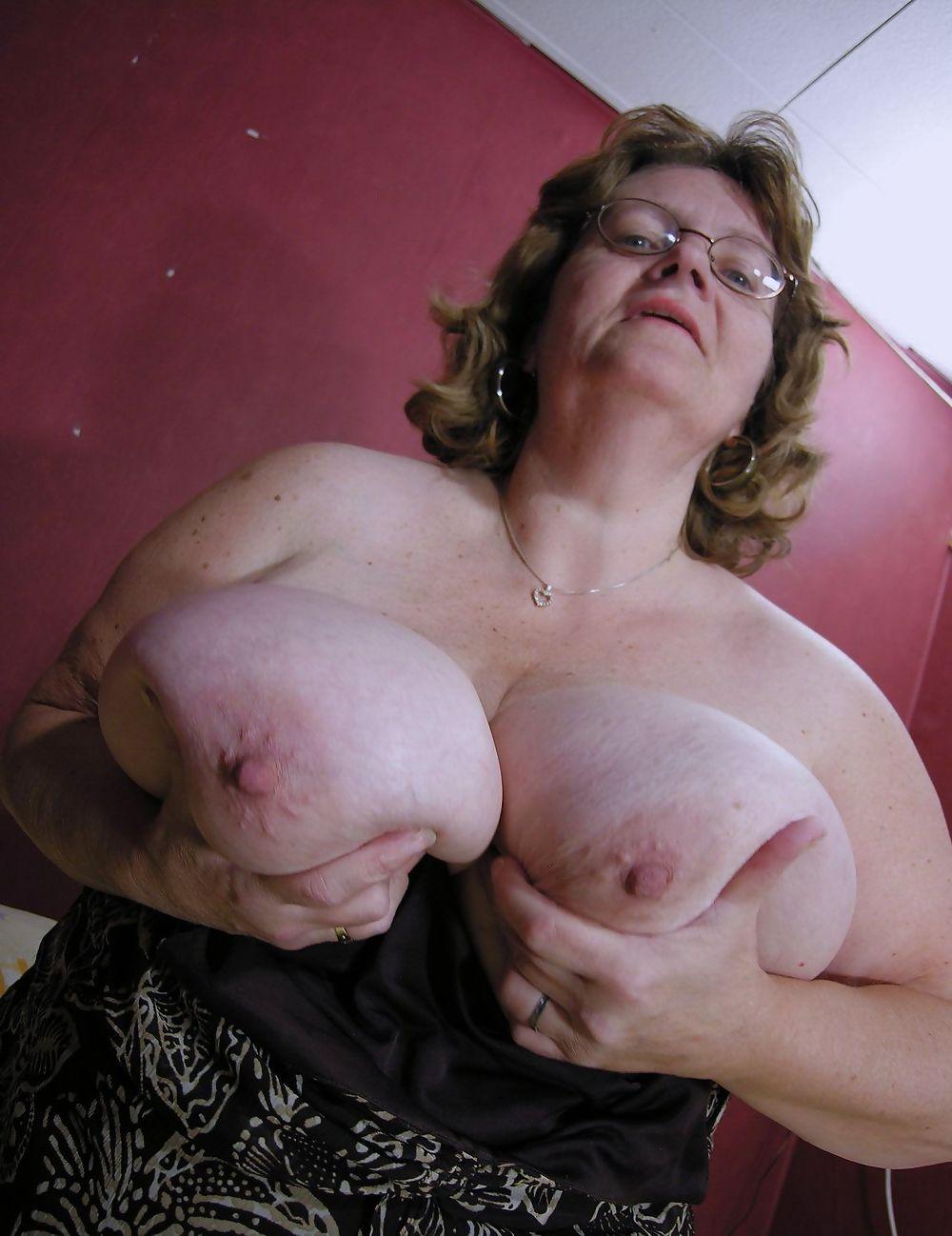 Огромные груди у бабушек порновидео
